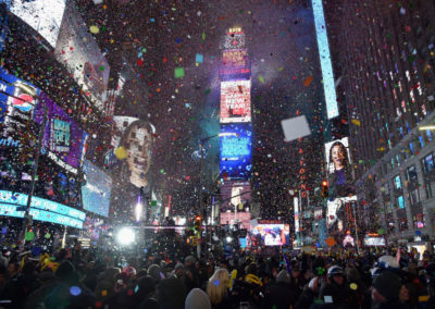 6-BallDropShow.com-at-Bobby-Vans-Times-Square---with-direct-view-of-the-Ball-Drop,-exceptioonal-aerial-show